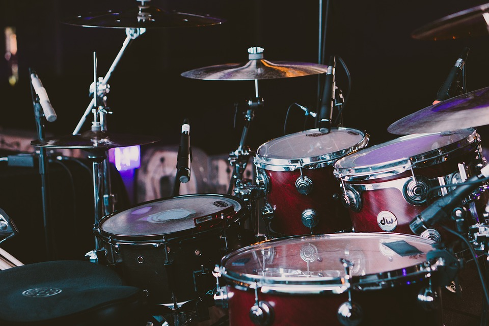 La musique, aux genres et instruments de musique variés